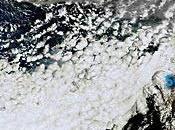 Imagen satélite nube ceniza volcán subterráneo glaciar Eyjafjälla (Islandia)