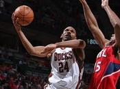 Playoffs vida para Blazers Bucks. Orlando sentencia Howard. Lakers suicidan Oklahoma
