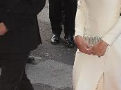 Kate Middleton causa sensación vestido blanco Roland Mouret sandalias Jimmy Choo