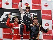 Luego dura batalla contra ex-campeón Fernando Alonso Pastor Maldonado hace sonar Gloria Bravo Pueblo ganar Gran Premio España.