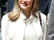 Doña Letizia elige look casual para encuentro Fundación Príncipe Gerona