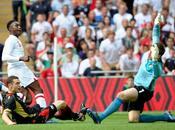 Inglaterra gana convencer