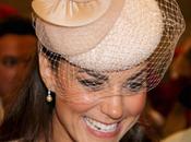 Consigue sombrero Duquesa Cambridge llevó Misa Acción Gracias Jubileo Reina Isabel