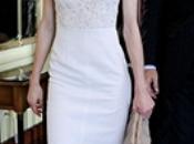 Doña Letizia visita Harvard vestido blanco