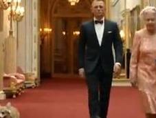 Reina Isabel puro estilo James Bond