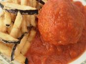 Albondigón atún fresco tomate frito comino berenjenas fritas