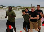 marines ayudan terminar triatlón niño cáncer