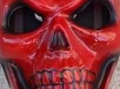 ladrón bancos disfraza Cráneo Rojo para cometer delitos