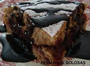 Pastel nueces relleno mermelada higos salsa chocolate