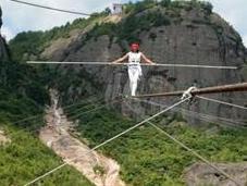 Equilibrista chino desde metros salva