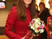 VISTE COMO: Kate Middleton abrigo rojo!