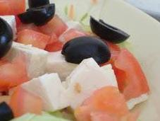 Ensalada griega salsa yogurt