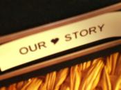 Nuestra historia envuelta papel regalo