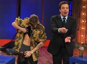 Justin Bieber demuestra como sabe besar ardiente jugoso (VIDEO)