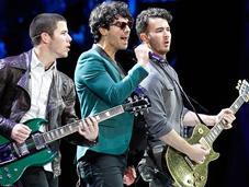 Jonas Brothers enloqueció público adolescente Viña2013