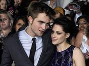 Robert Pattinson feliz lejos Kristen Stewart