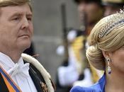Máxima Holanda deslumbra entronización vestido capa juego