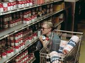 Andy Warhol haciendo compra 1965