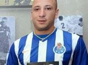 Oporto firma franco-argelino Nabil Ghilas