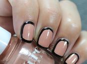 Decoración uñas fácil Uñas decoradas nude enmarcadas negro