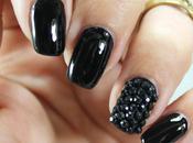 Uñas decoradas negro charol piedras nail