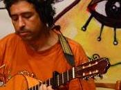 Dicen de él que es heredero de Víctor Jara, tanto en lo musical como en el compromiso, y no sólo tiene en el músico asesinado por Pinochet a uno de sus. - chile-manuel-garcia-cantautor-L-VwyBaX-175x130