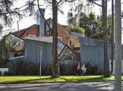 Casas modernas fragmentadas dislocadas.