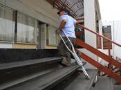 discapacitado tuvo subir rodillas juzgado donde debía pagar multa Chile