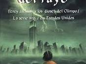 Leyendo Ladrón Rayo, Percy Jackson.