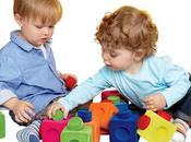 ¿Cuándo comienzan jugar niños otros niños?