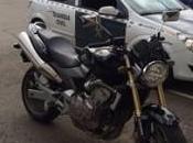 Detenidos tras robar cartera 5.000 euros huir moto hasta cuartel Guardia Civil