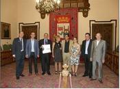 Emotivo homenaje cantaor Antonio Mairena participación Carmen Heras presidente Peña Amigos Flamenco Cáceres.