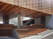 Casa urbana elevada Minimalista Japón.