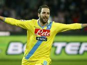 Napoli vence Milán