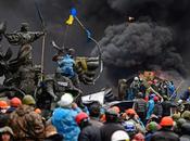 Extremistas ucranianos asaltan unidad militar hacen miles armas.