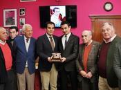 Andrés luis dorado recibe trofeo mejor faena temporada 2013 provincia