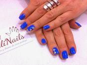Manicura pre-primavera Azul margaritas.