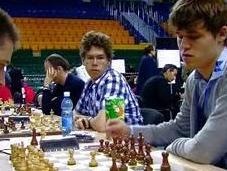 Adams vapulea Carlsen Olimpiada 2010