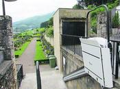 Colocada plataforma salvaescaleras cementerio Oñati
