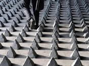 ciudad hostil: ángulos púas contra ciudadanos