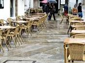 Llega lluvia vacían terrazas
