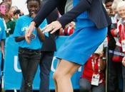 Kate Middleton Salta Sobre Latas Príncipe Harry Juega Pelota
