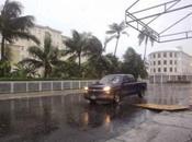Tormenta Iselle provoca daños Hawái, mientras huracán Julio acerca