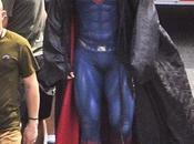 'batman superman: dawn justice': nuevo vistazo henry cavill ligeros cambios traje