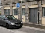 Denunciada aparcar plazas para pesonas discapacidad usando tarjeta madre muerta