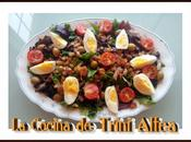 Ensalada canónigos tomates cherry aceitunas bacalao huevos duros