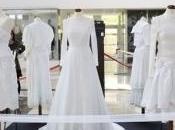 Blanco. Moda siglo través vestidos novia, abre puertas Mondariz