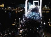 Húngaros salen calle protestar contra impuesto sobre Internet