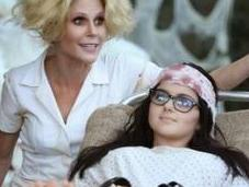 Modern Family: 6x06. Halloween AwesomeLand