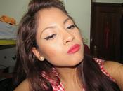Maquillaje delineado negro labios color rojo
